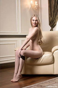This statuesque blonde babe wastes no time getting all the way naked