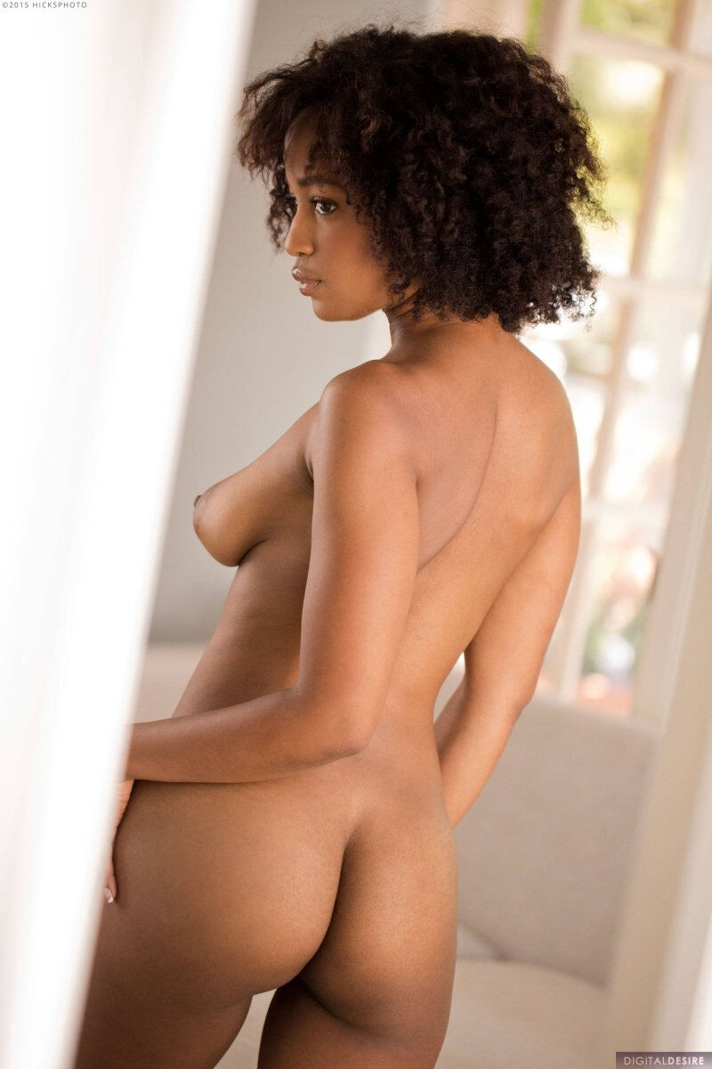 Erotic photos with Ivy Sherwood: Black Girl