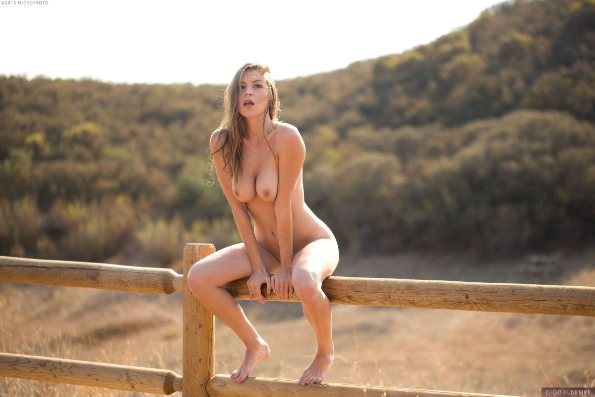Erotic photos with Amber Sym: In The Countryside