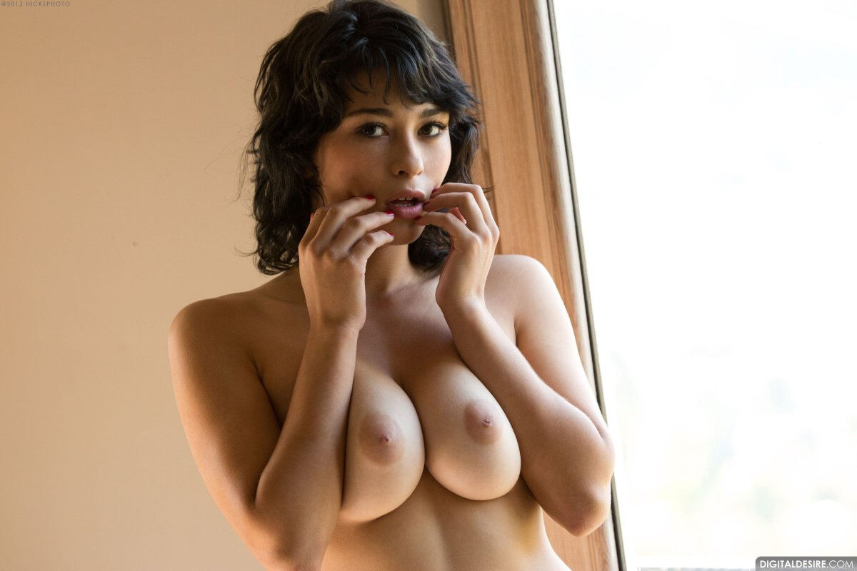 Erotic photos with Raven Rockette: Amazing Boobs of hot brunette