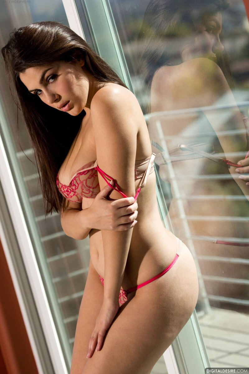Erotic photos with Valentina Nappi: The Heart Stopping with this italian girl