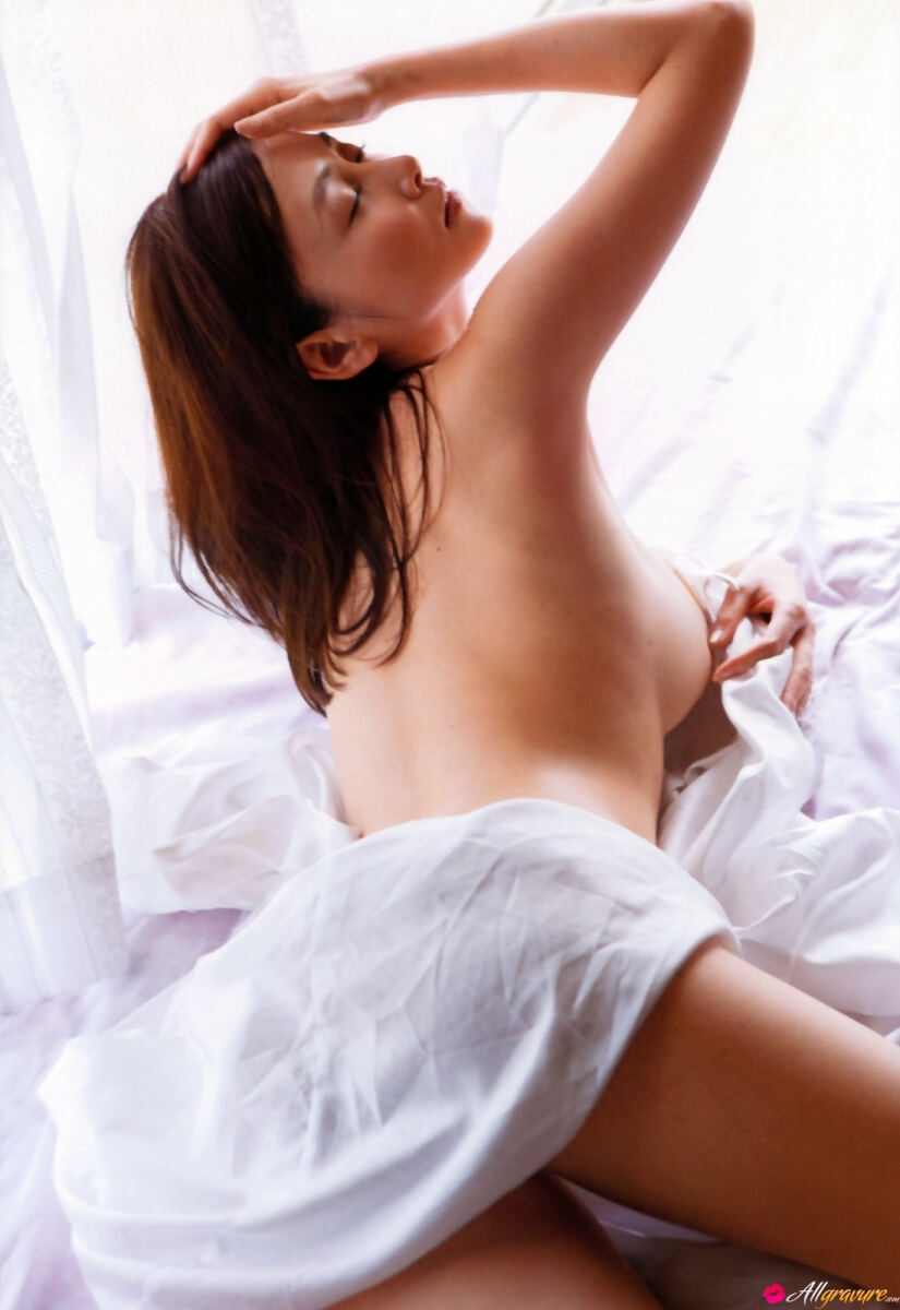 Erotic photos with Anri Sugihara: Sensuality with the Japanese beauty