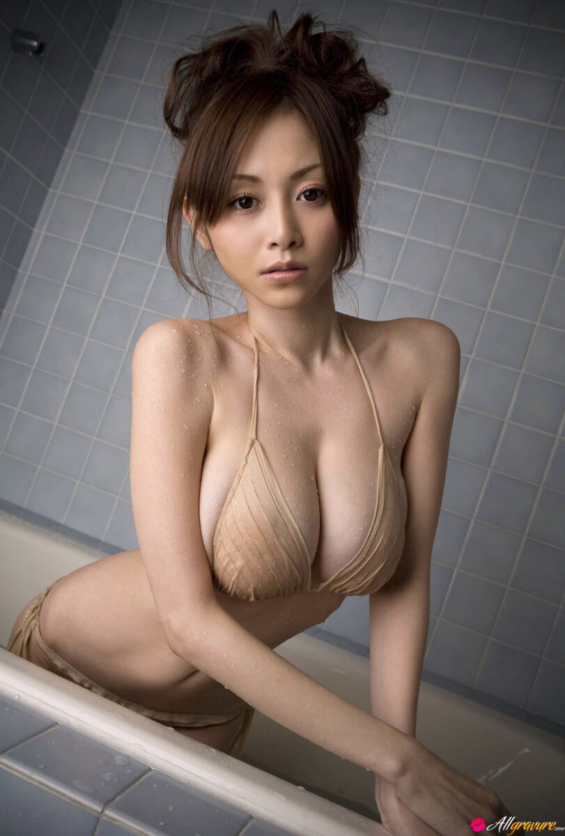Erotic photos with Anri Sugihara: Shower Surprise with Asian babe