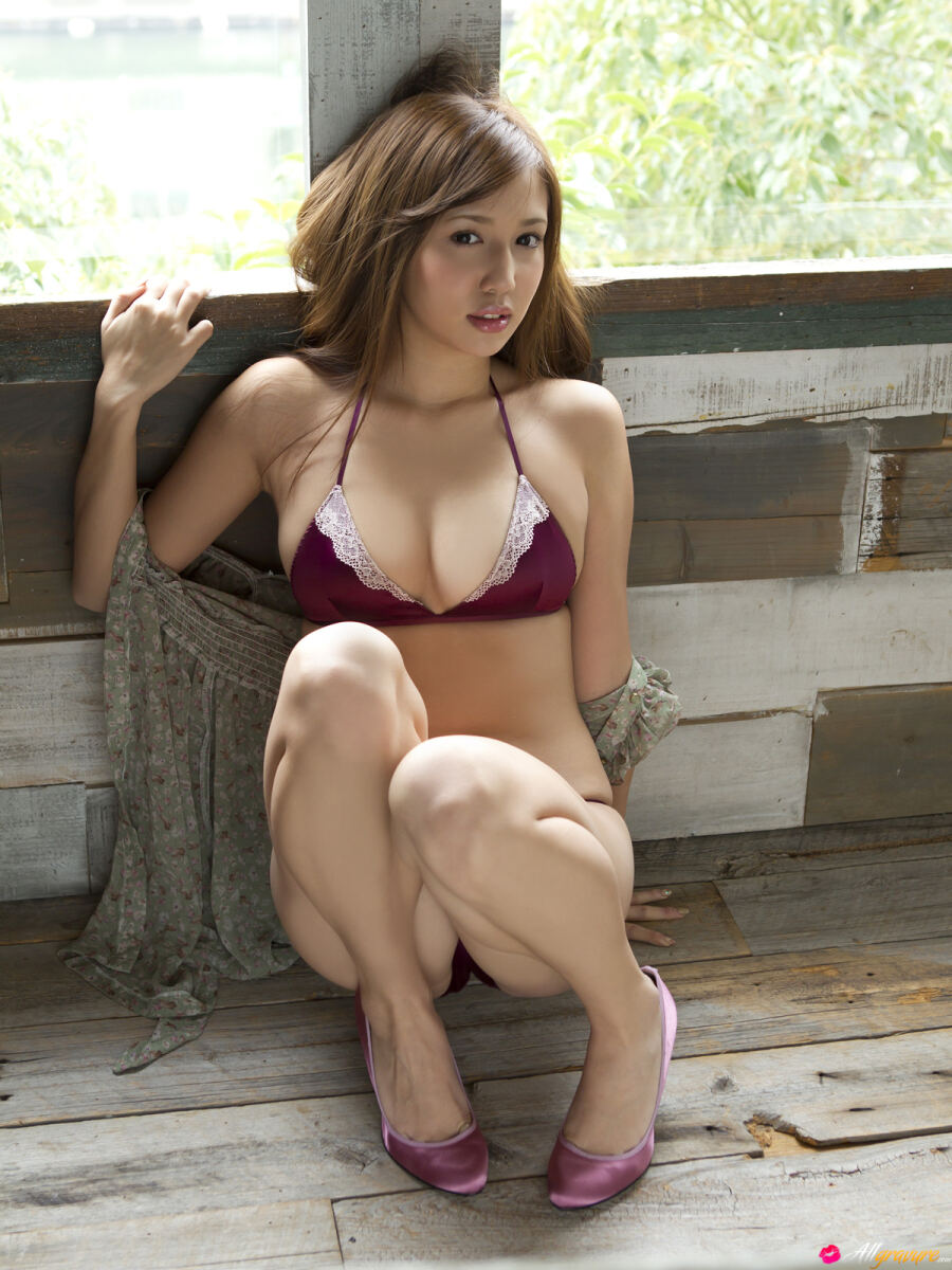 Erotic photos with Manami Marutaka: Asian hottie in lingerie