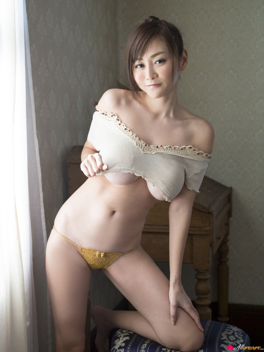 Erotic photos with Anri Sugihara: From All Sides