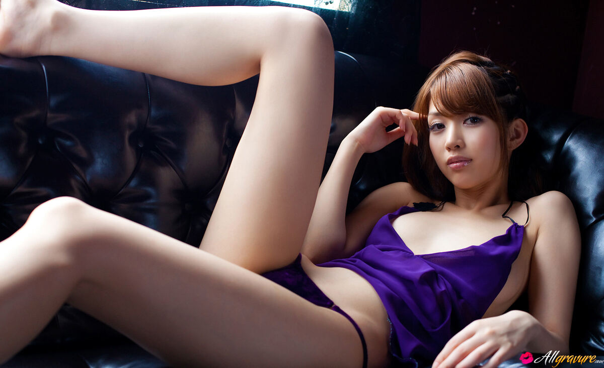 Erotic photos with Azusa Togashi: Beauty in Purple
