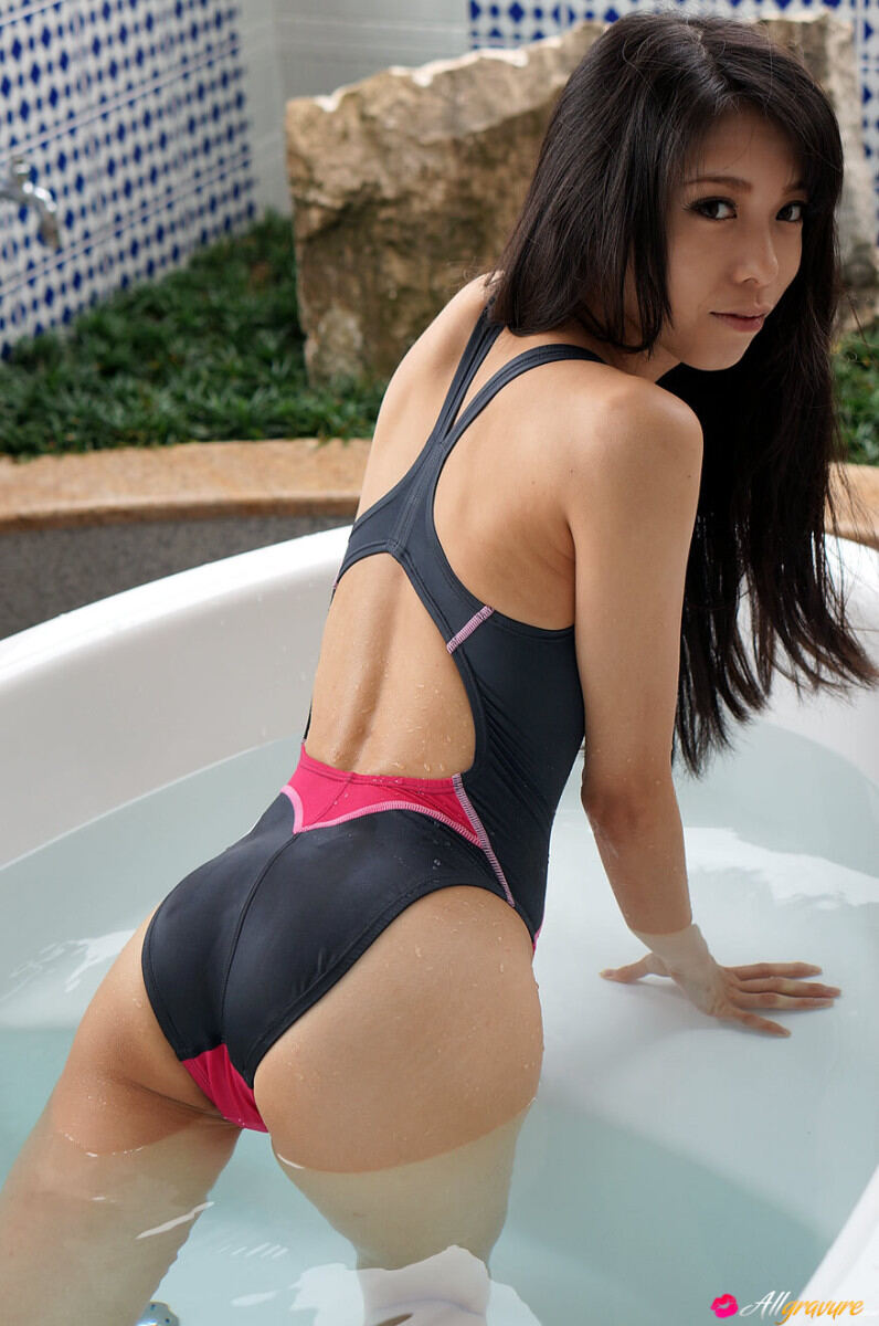 Erotic photos with Kokoro Tokiwa: Sweet schoolgirl in a bathing suit in a jacuzzi