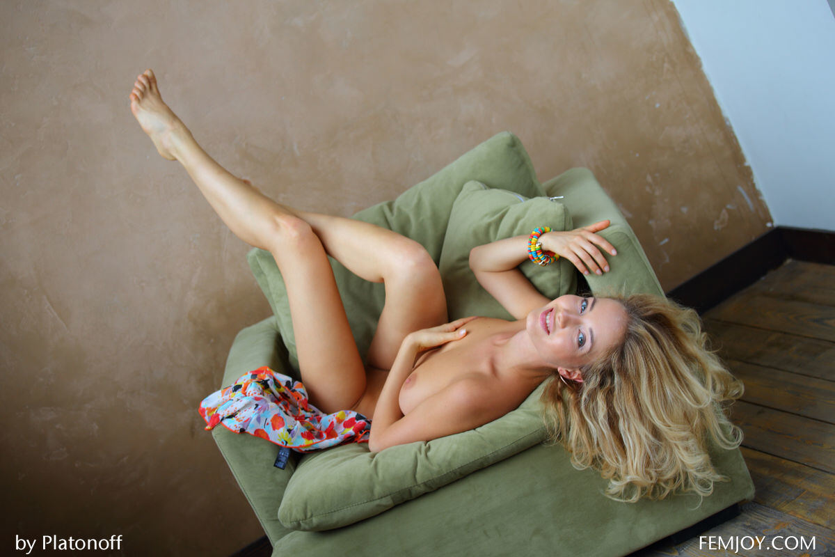 Erotic photos with Annabell: The Perfect blonde