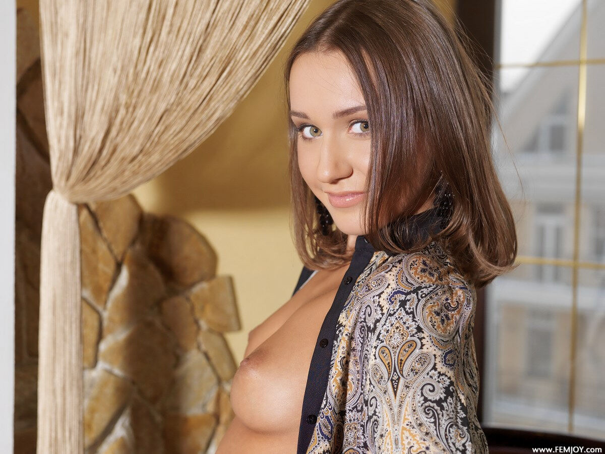 Erotic photos with Sara T: Very beautiful girl on a bed