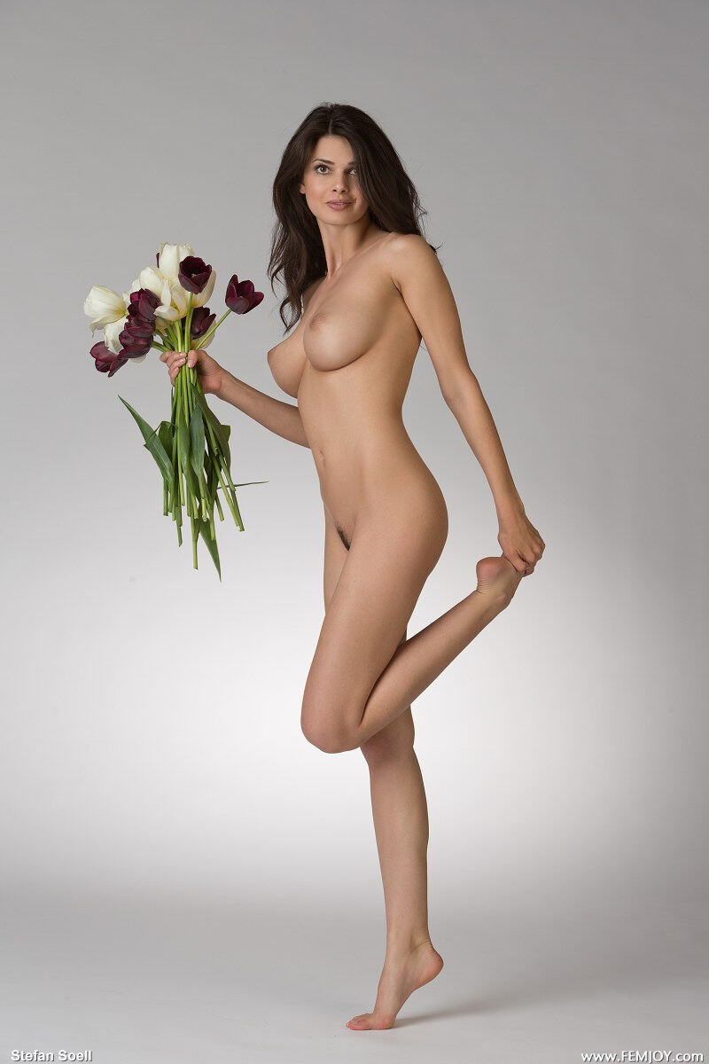 Erotic photos with Jasmine A: Nude with flowers