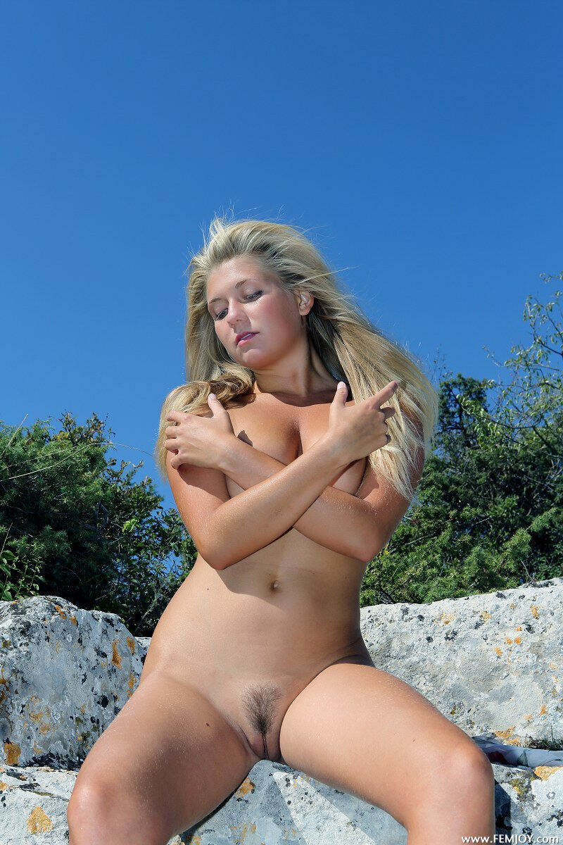 Erotic photos with April E: The hot girl in mountains