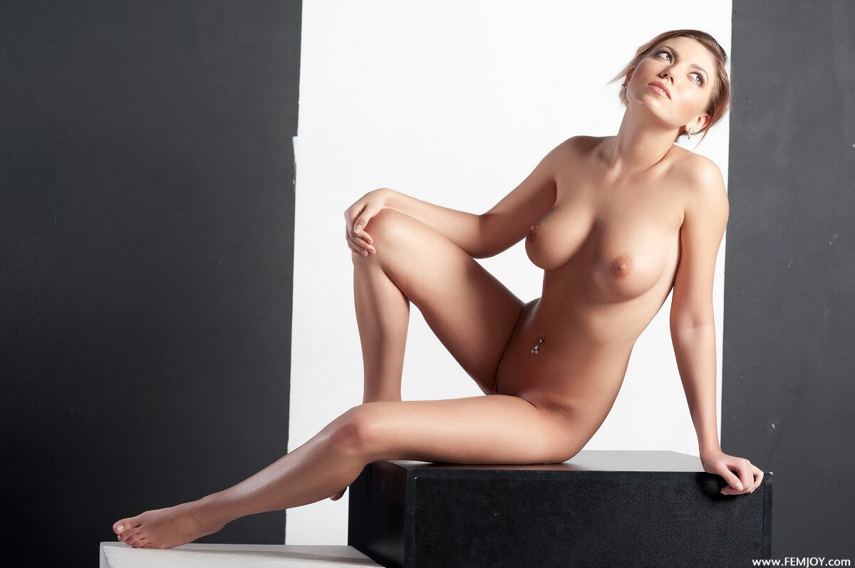 Erotic photos with Kendra P: This girl is realy horny