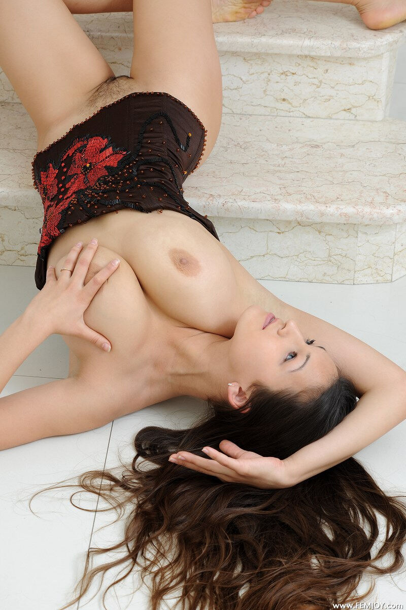 Erotic photos with Sofie: Hairy pussy of cute brunette