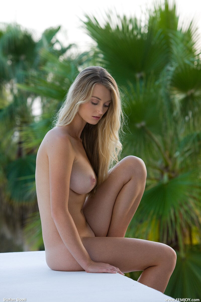 Erotic photos with Carisha: She is so Pretty