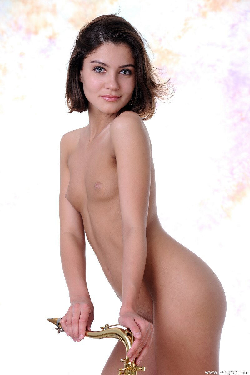 Erotic photos with Sabine: Waiting only For You