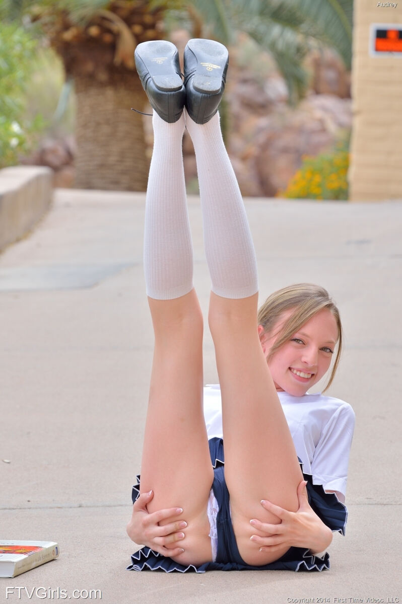 Erotic photos with Audrey: 18 Year Old in skirt