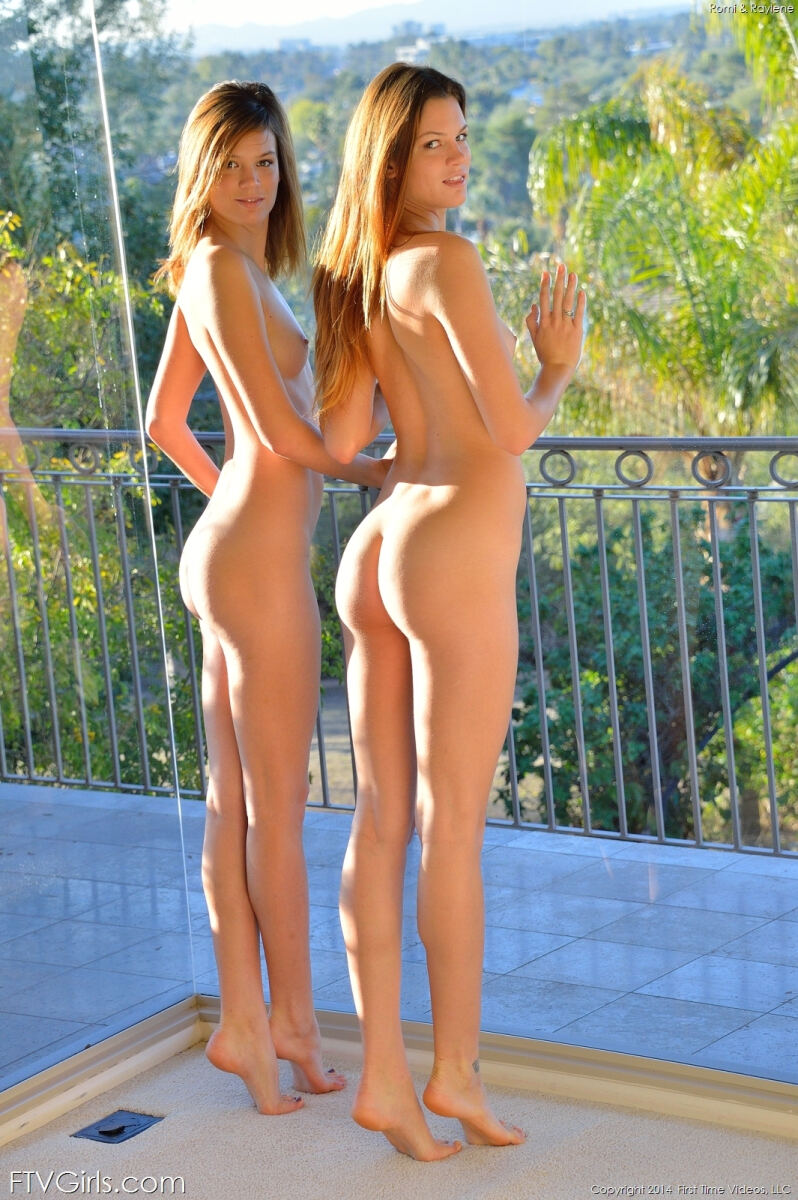 Erotic photos with Twins: Beautiful Twins