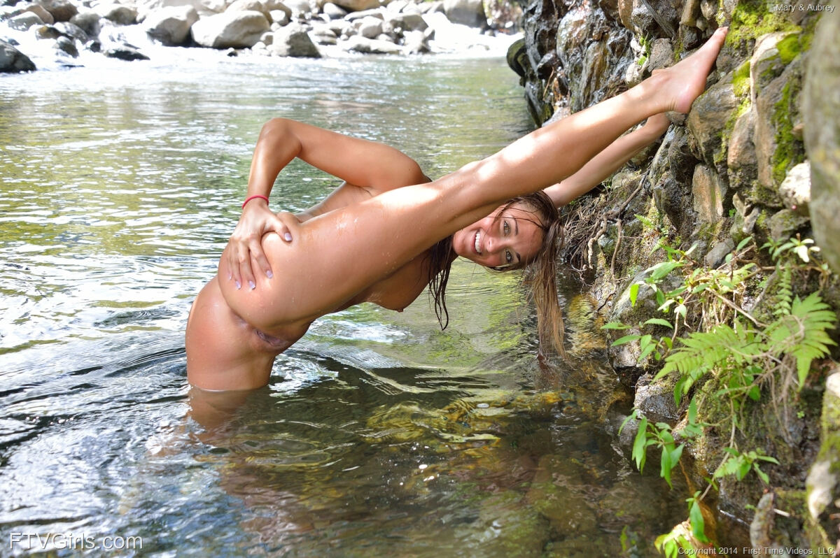 Erotic photos with Aubrey: Swimming The Creek