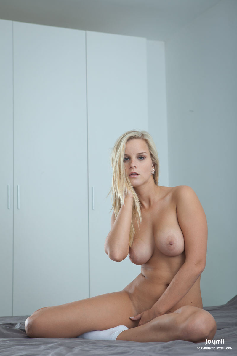Erotic photos with Miela: Incredibly beautiful blonde