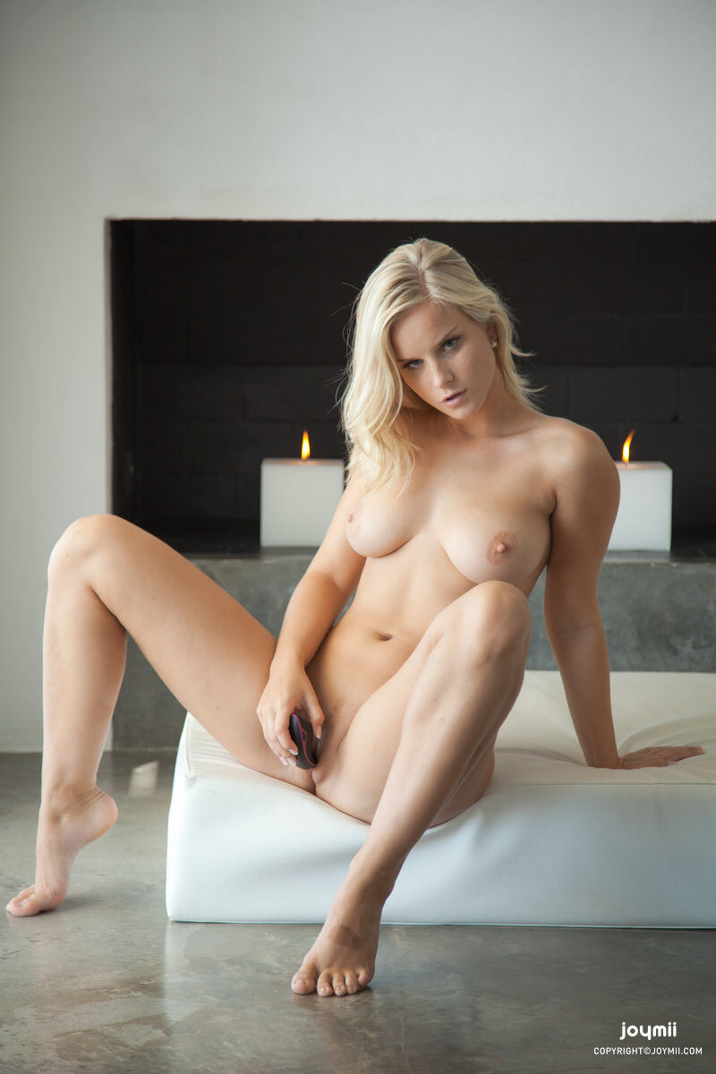 Erotic photos with Miela: Blonde Ambition