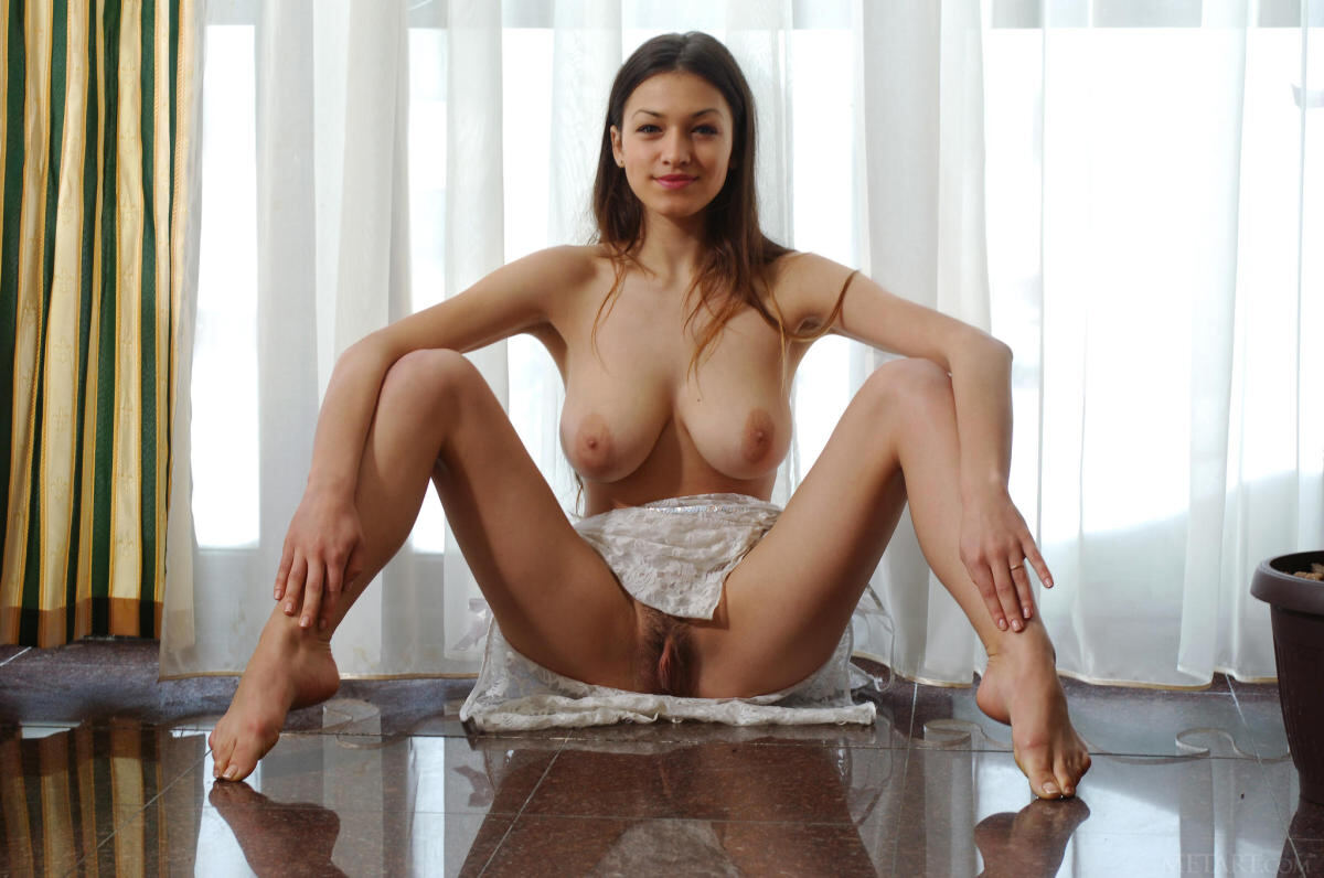 Erotic photos with Sofi A: Busty sexy brunette