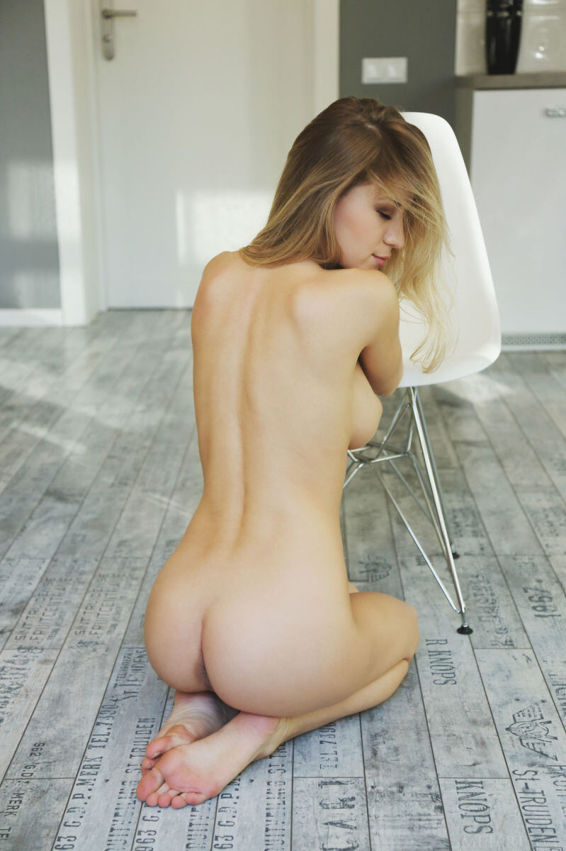 Erotic photos with Candice B: She will show all what you want