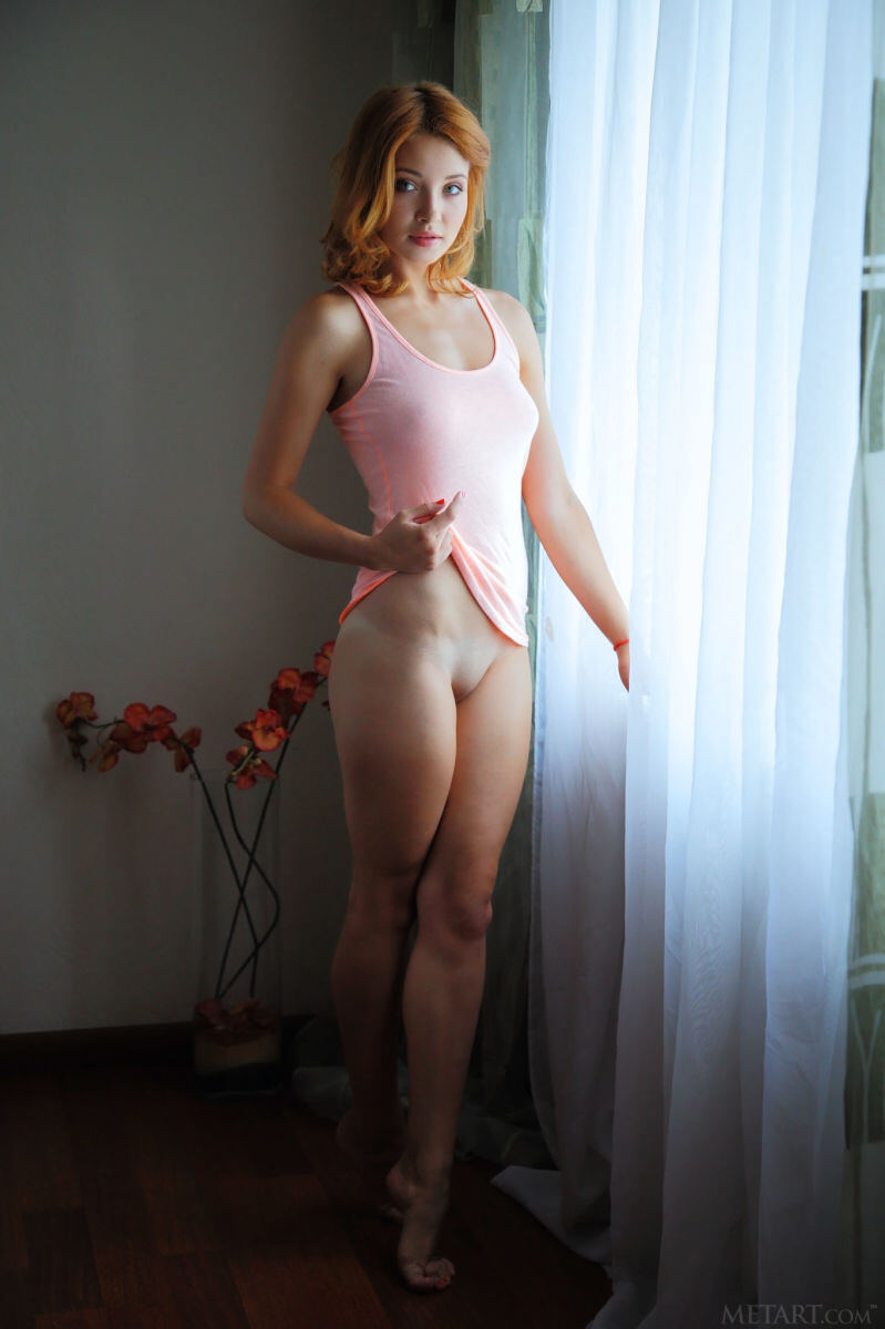 Erotic photos with Kika: In pink tank top