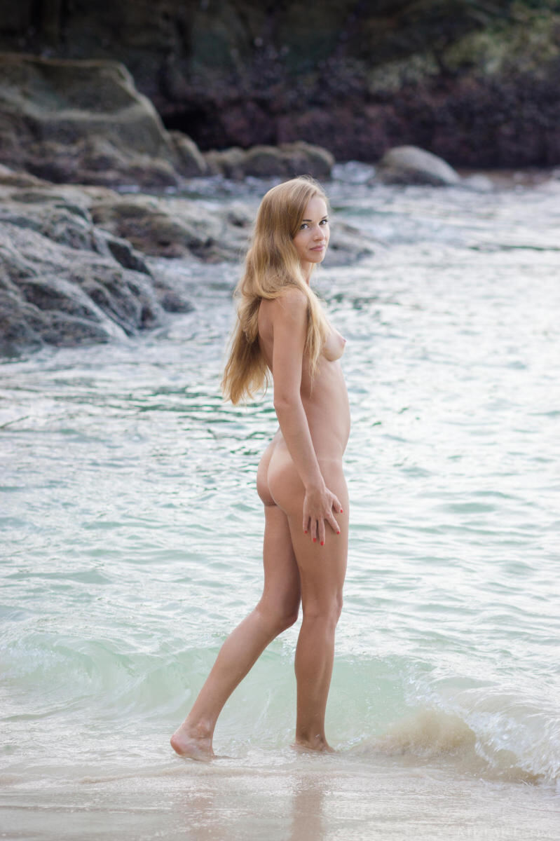 Erotic photos with Lizel A: In the ocean