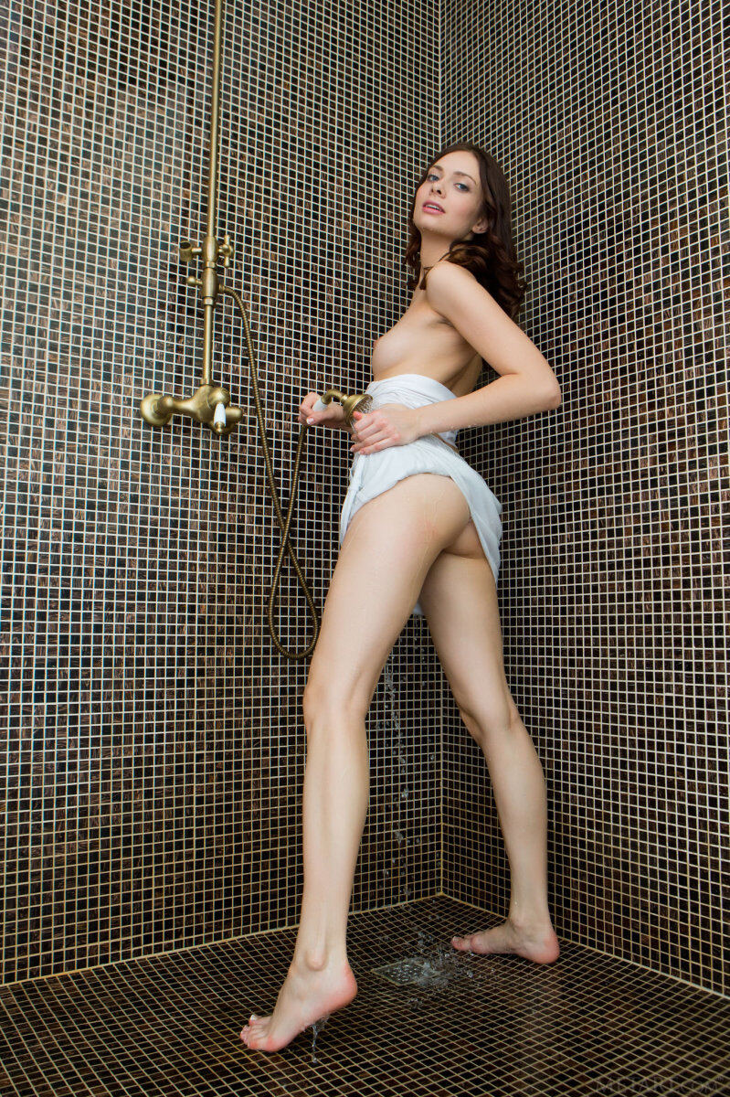 Erotic photos with Kei A: In shower