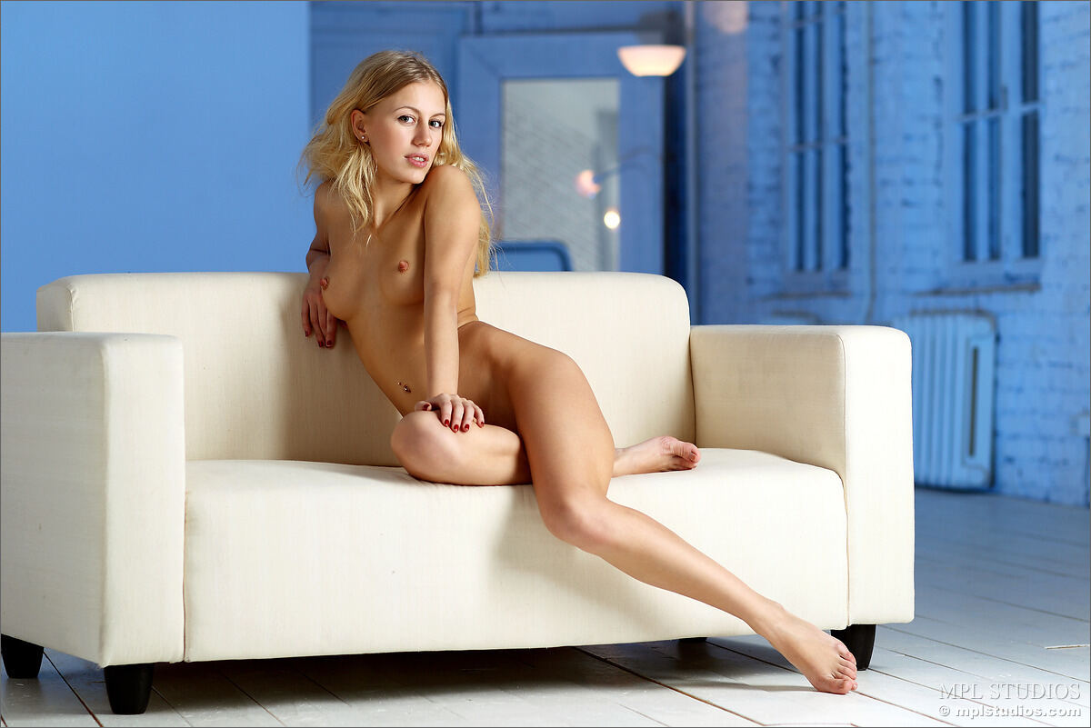 Erotic photos with Candice: Pink Nighty