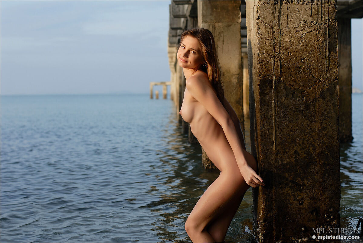 Erotic photos with Anya: Under the bridge