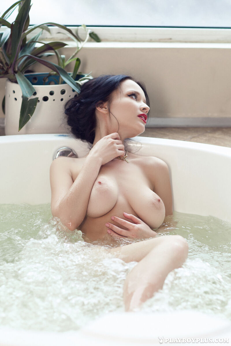 Erotic photos with Angie: Wet Your Whistle