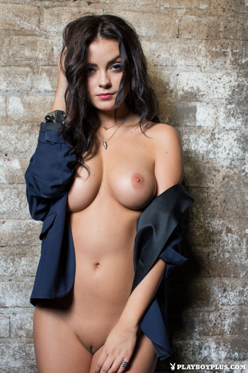 Erotic photos with Alexandra Tyler: She is too hot