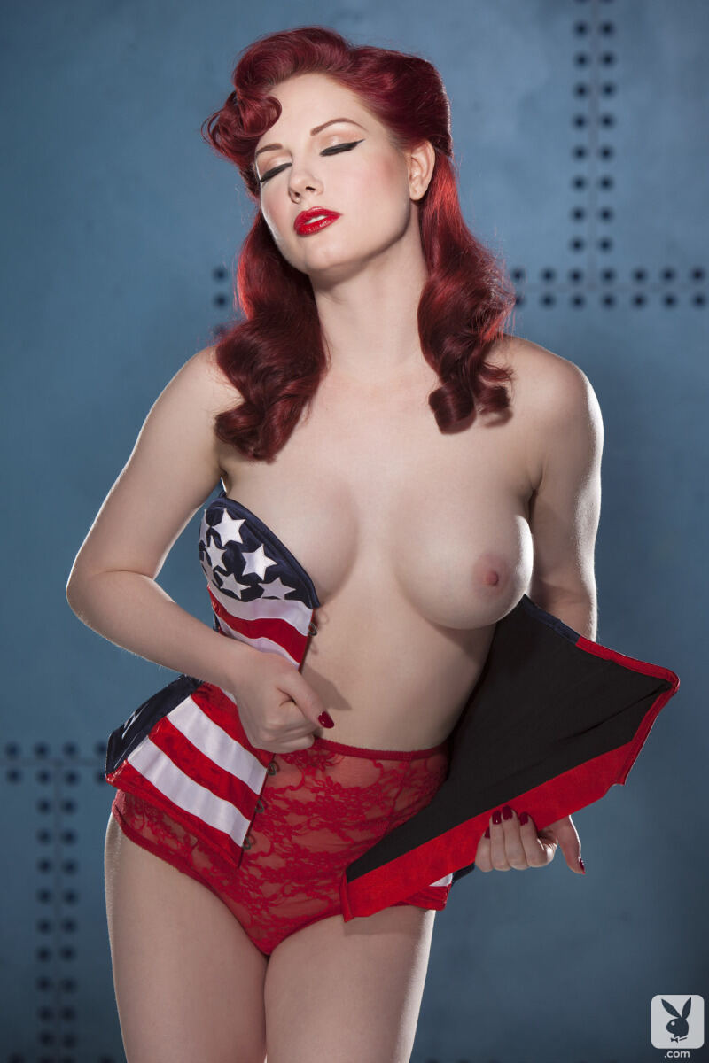 Erotic photos with Angela Ryan: American Pinup