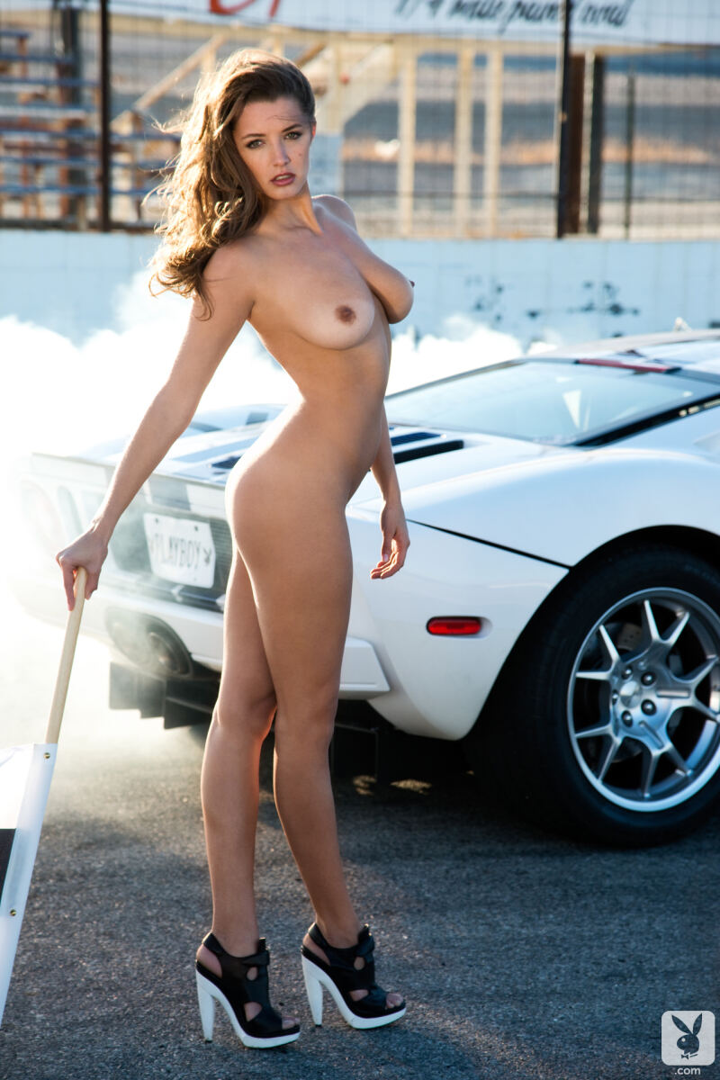 Erotic photos with Alyssa Arce: Sexy driver