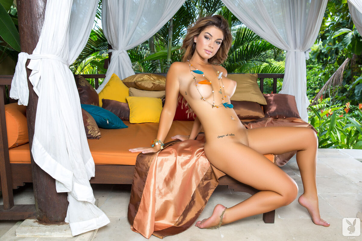 Erotic photos with Anika Shay: Tropical beauty