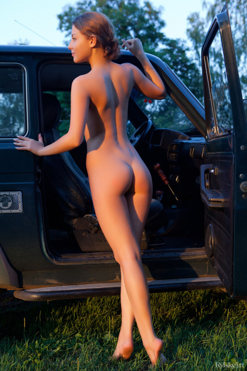 Erotic photos with Nikia: Road adventures