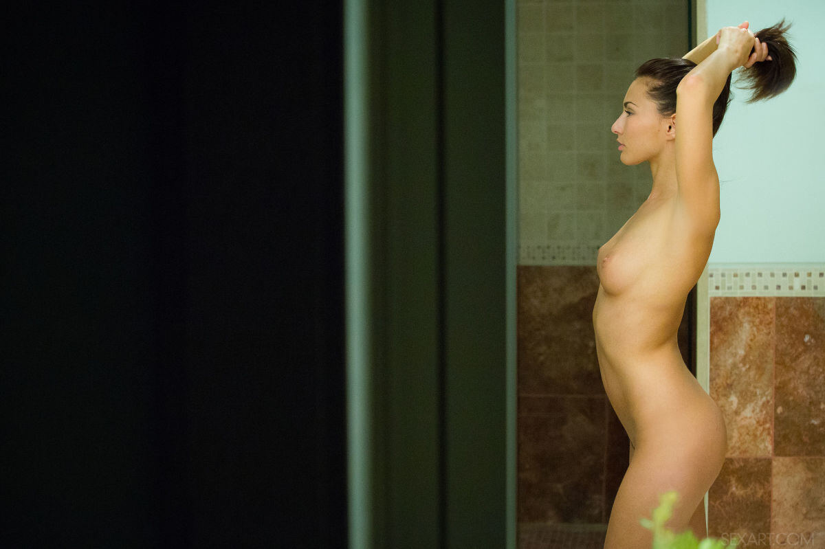 Erotic photos with Michaela Isizzu: Gorgeously naked body