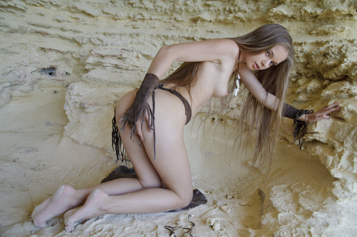 Erotic photos with Milena D: Erotica in a cave