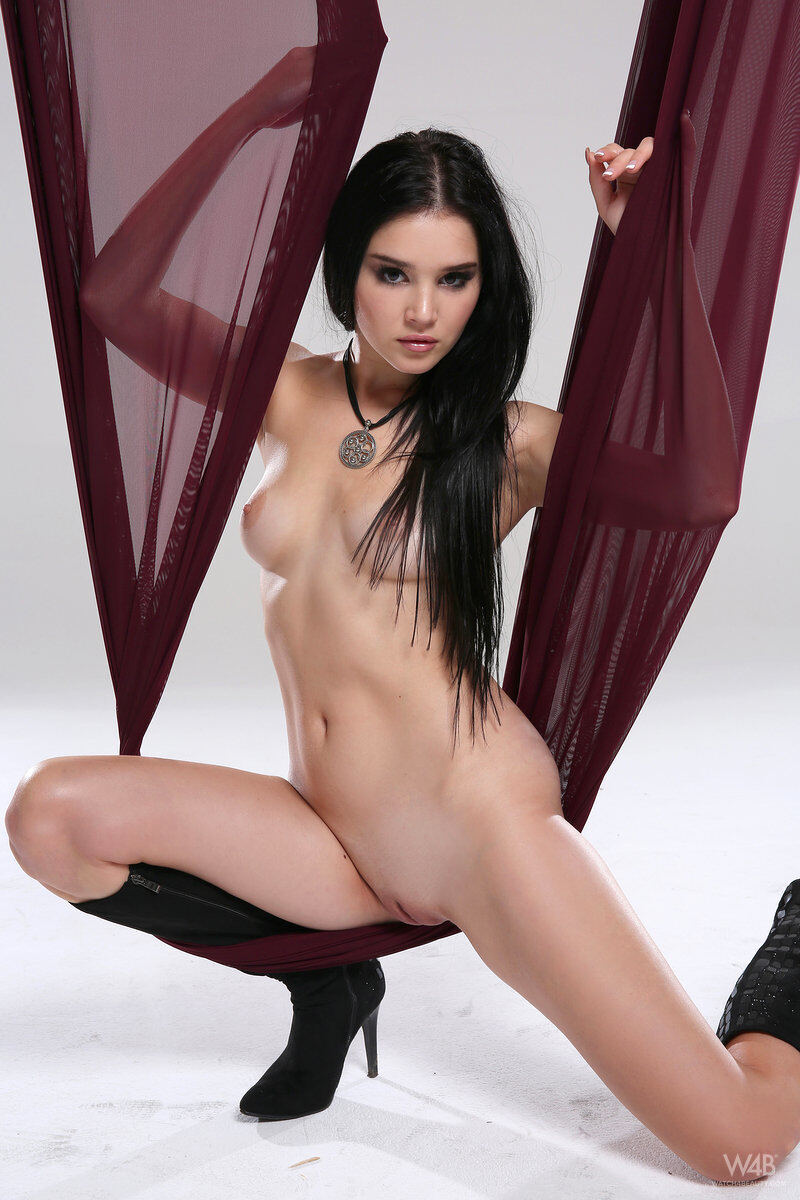 Erotic photos with Malena: Nakedness with a red cloth