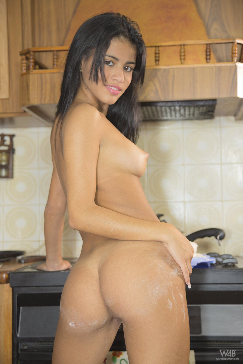 Erotic photos with Denisse Gomez: I Know How To Cook
