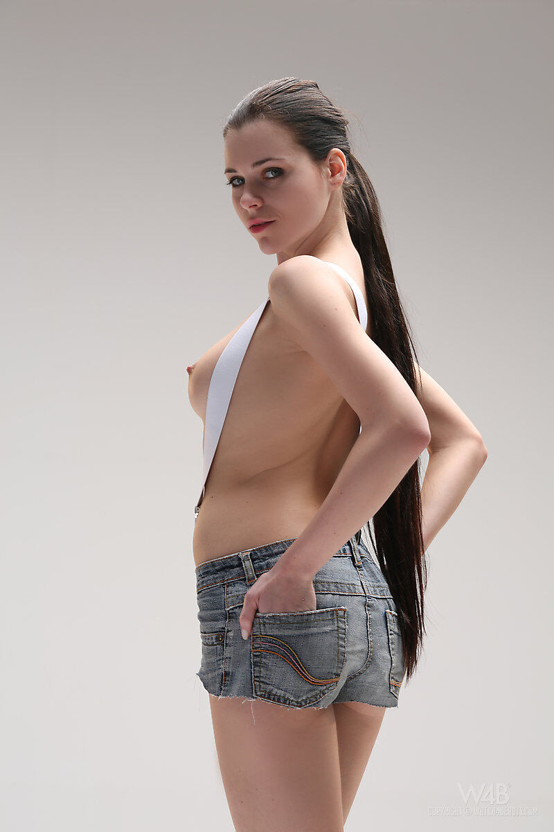 Erotic photos with Valeria: Young hot brunette