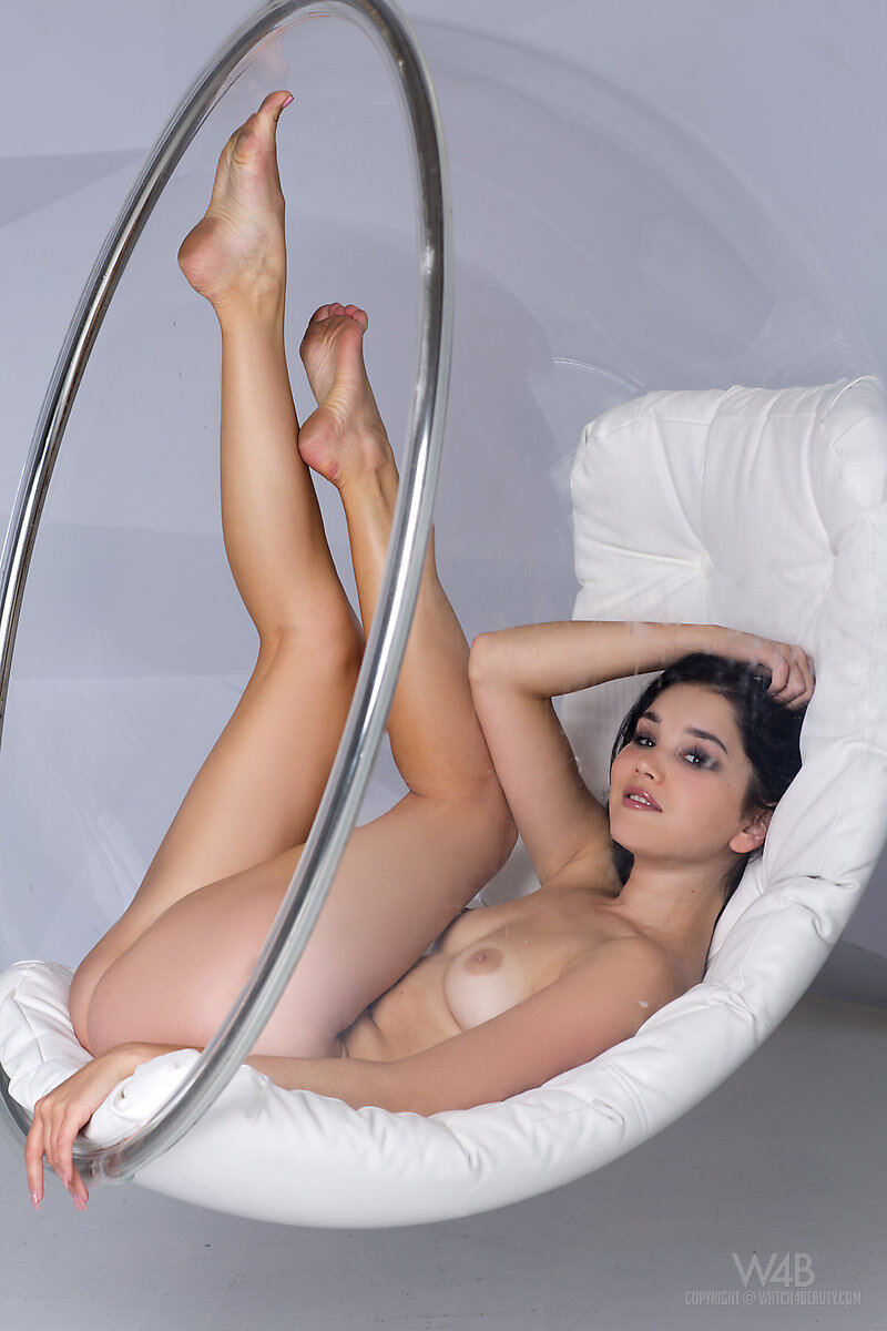 Erotic photos with Malena: Ideal Hammock