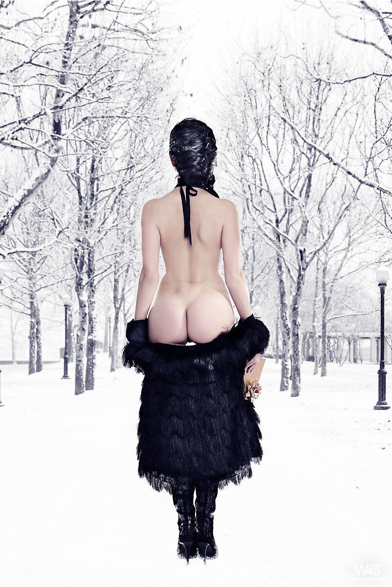Erotic photos with Malena: Cold Winter