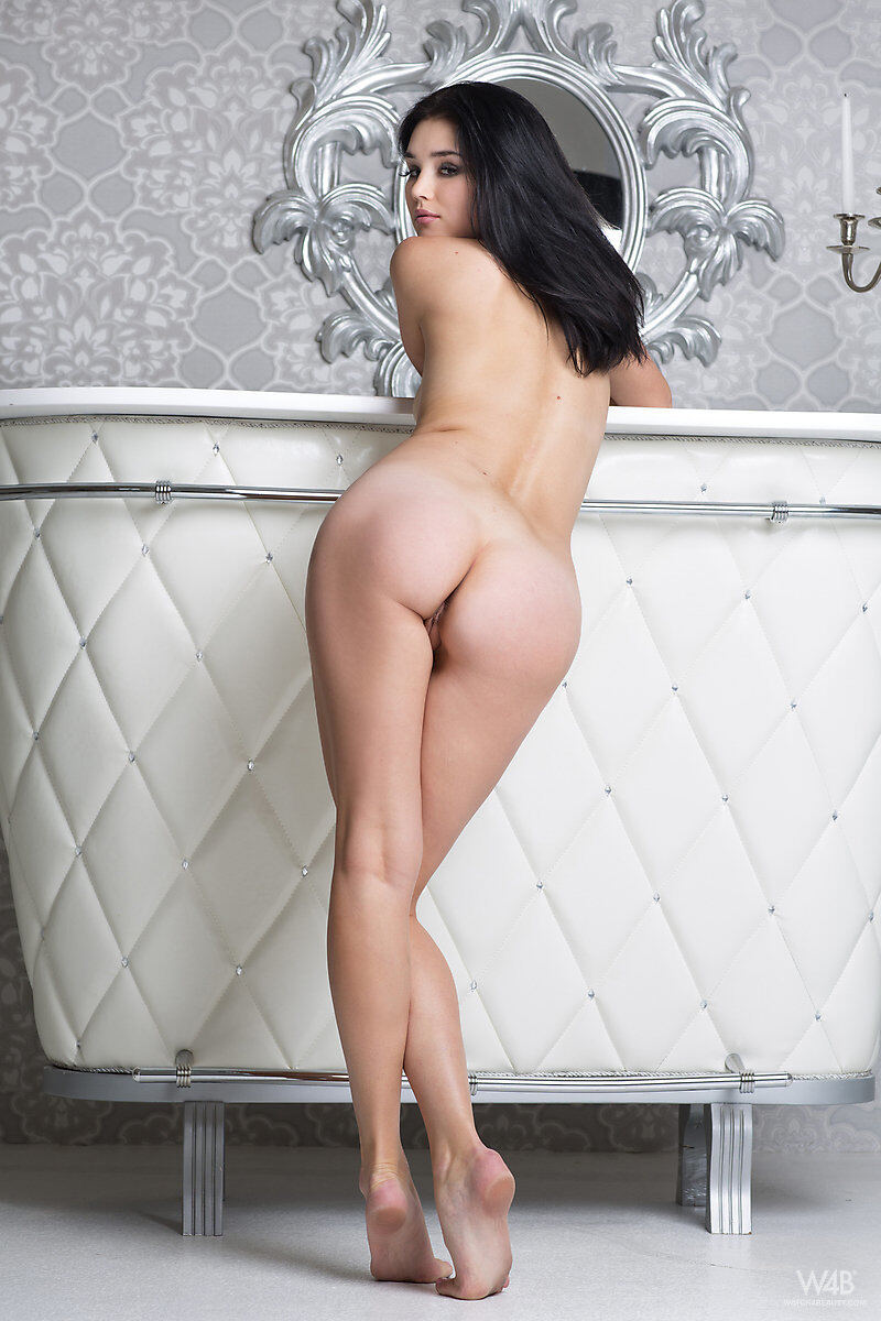 Erotic photos with Malena: Girl Before A Mirror